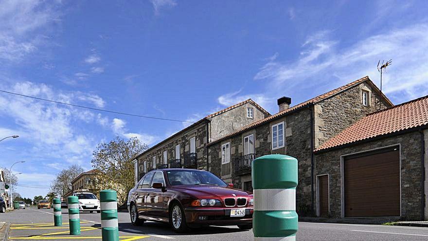 Prohibición de aparcar en un cruce de Prado