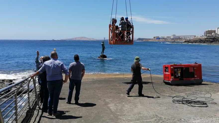 El Ayuntamiento inicia la reparación del Neptuno de Melenara