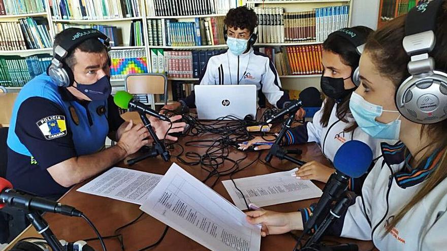 Alumnos de 4º de la ESO del Virgen del Mar, finalistas con su programa de radio escolar