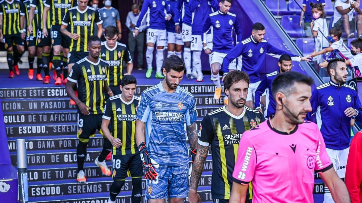 El once zaragocista que saltó en Valladolid con el uniforme avispa.
