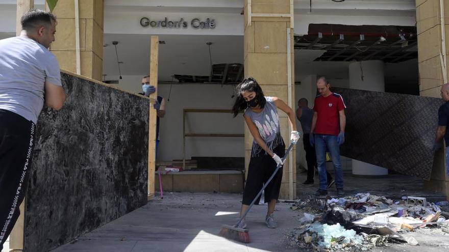 Dimiten dos ministros del Líbano tras las explosiones