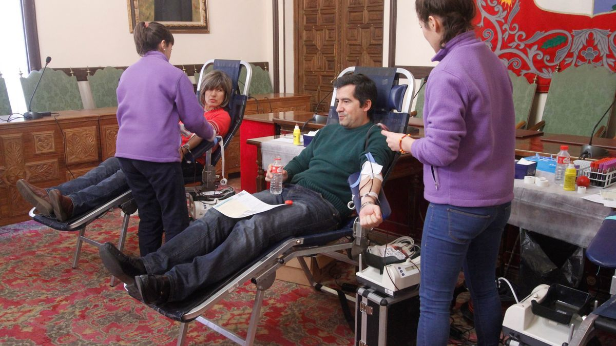 Donantes de sangre, en una colecta del equipo móvil.