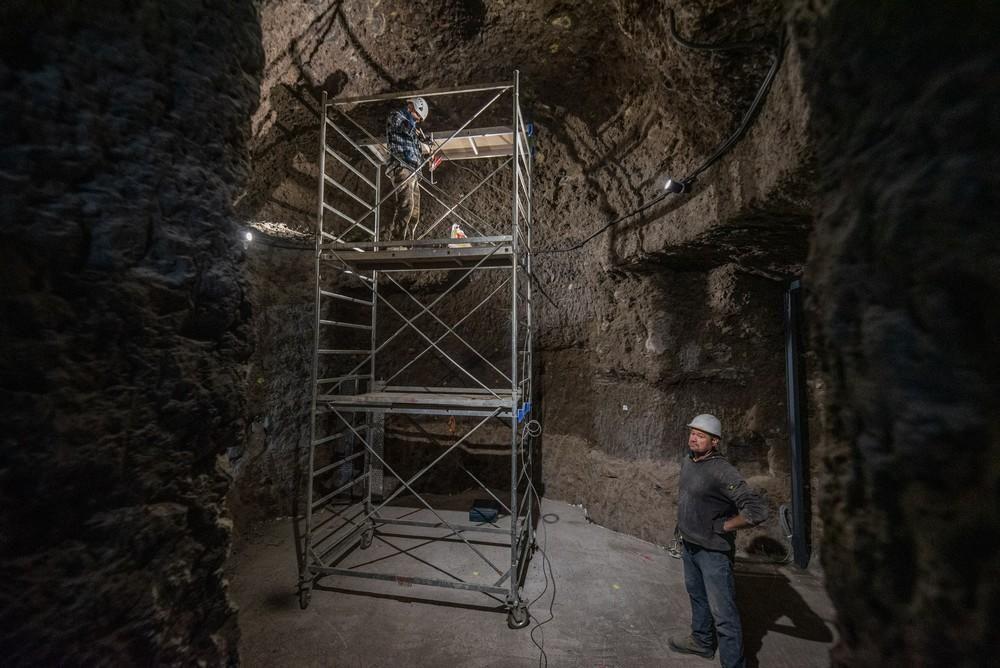 Montaje de la réplica de Risco Caído en Artenara