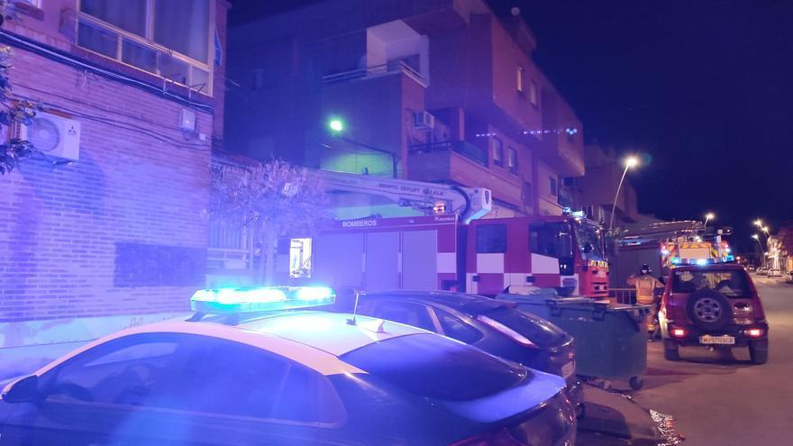 Intenta quemar basura en la terraza de un edificio y termina provocando un gran incendio en Alguazas