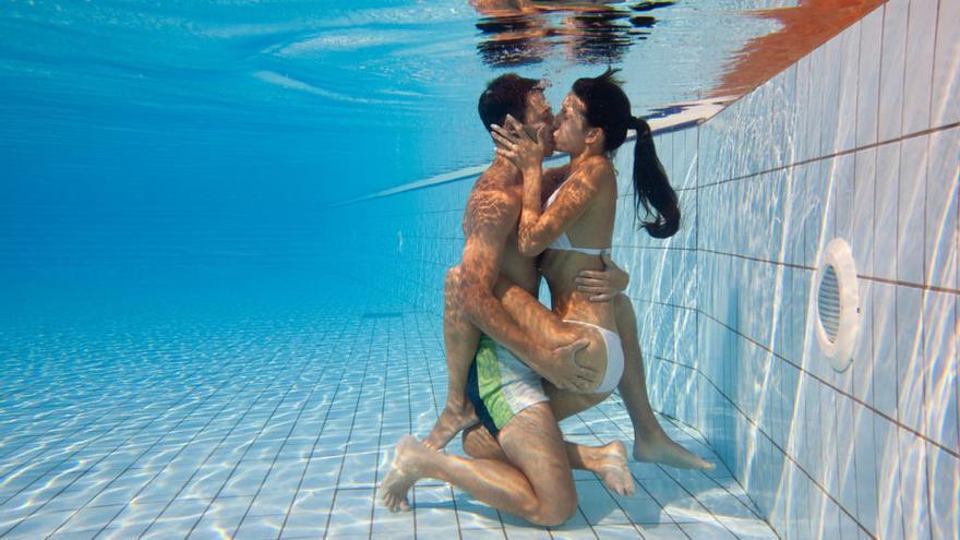 Los riesgos de practicar sexo bajo el agua