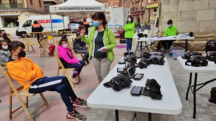 Los jóvenes de Benavente viajan al mundo por realidad virtual