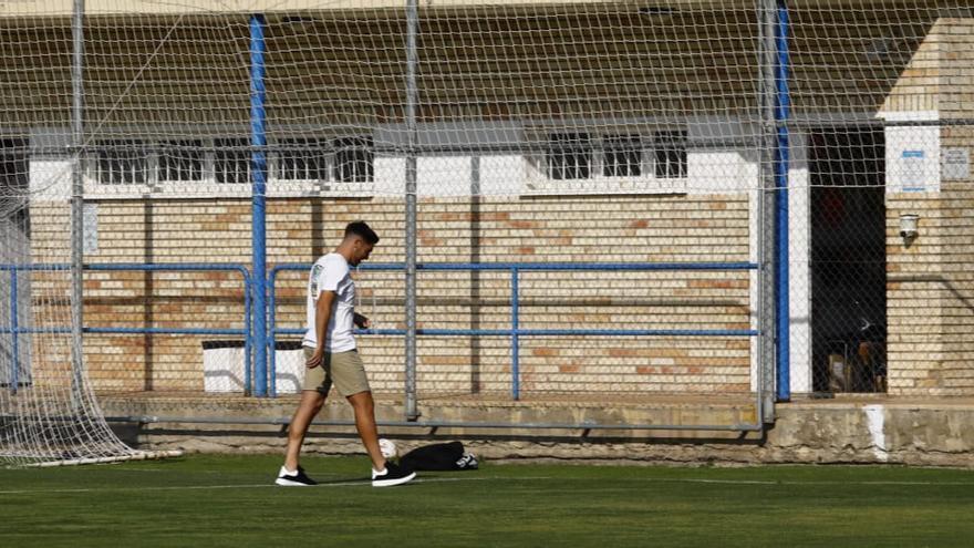Larra acude a la Ciudad Deportiva para despedirse de sus compañeros antes de oficializarse su cesión al Amorebieta