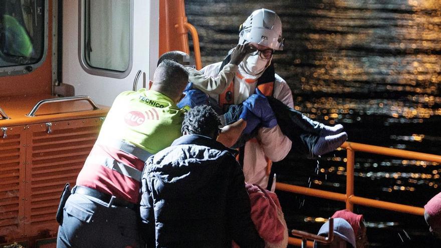 Cae una red que sacó de Canarias a cientos de migrantes con pasaportes falsos