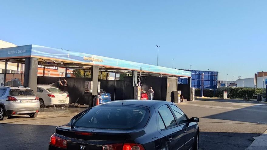 Los boxes y túneles de lavado de coches de Castellón hacen su agosto en junio