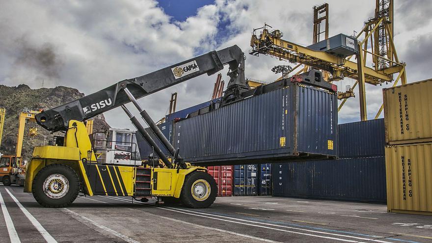 Las exportaciones se desploman en Canarias y regresan a niveles de hace 15 años