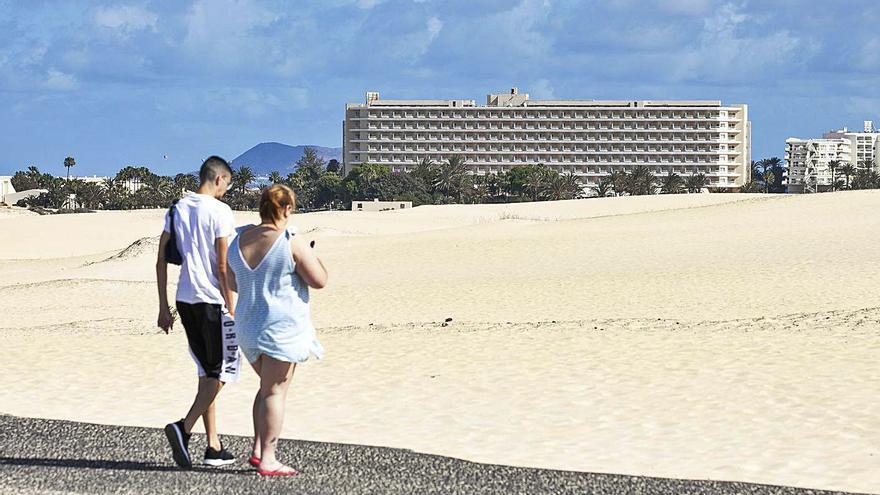 Los hoteleros exigen la destitución del jefe de la Demarcación de Costas