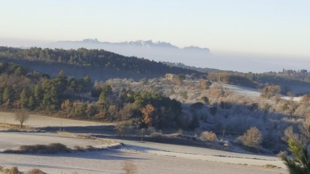 Montserrat i els camps gebrats des de Moià