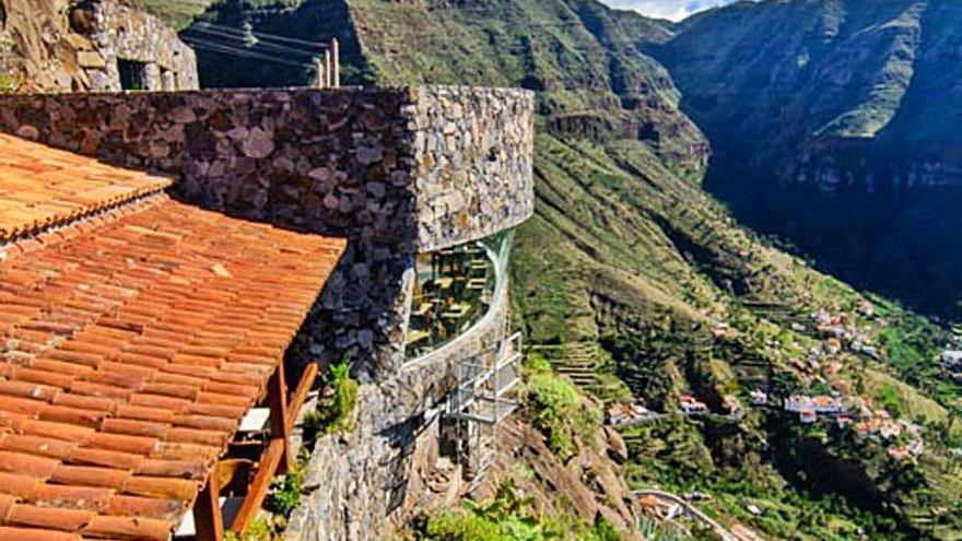 La puesta a punto del Mirador de El Palmarejo, en La Gomera, avanza a buen ritmo