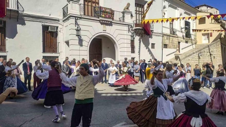 FESTES | Ontinyent celebra el 9 d'Octubre amb quatre passacarrers simultanis