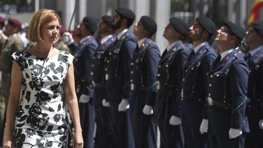 Cospedal visita a dos batallones del Ejército en Cataluña