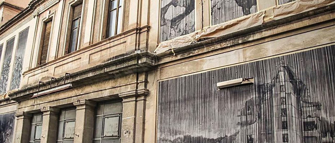 El antiguo cine Goya, uno de los espacios que los candidatos a la dirección de la UPV en Alcoy proponen aprovechar.