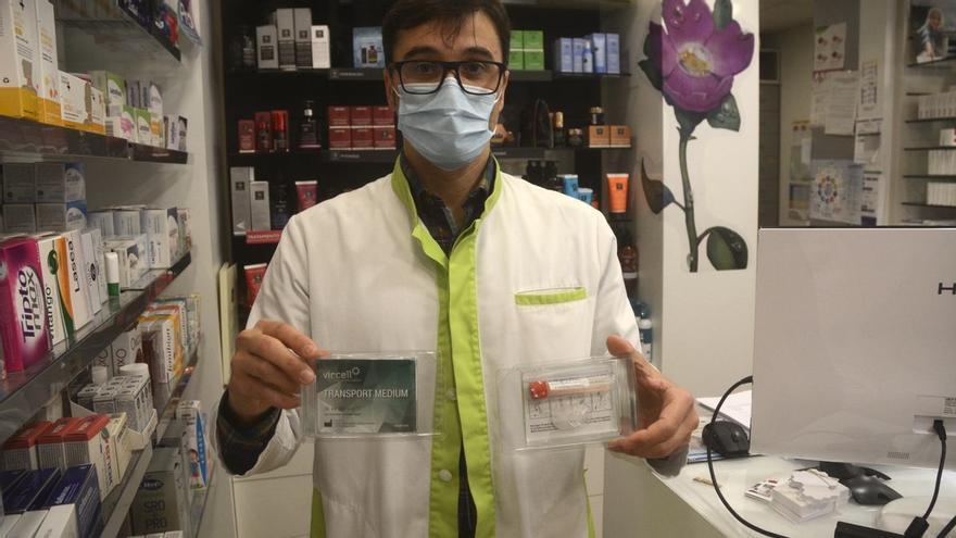 Las farmacias de Pontevedra empiezan a dispensar diez test de saliva al día