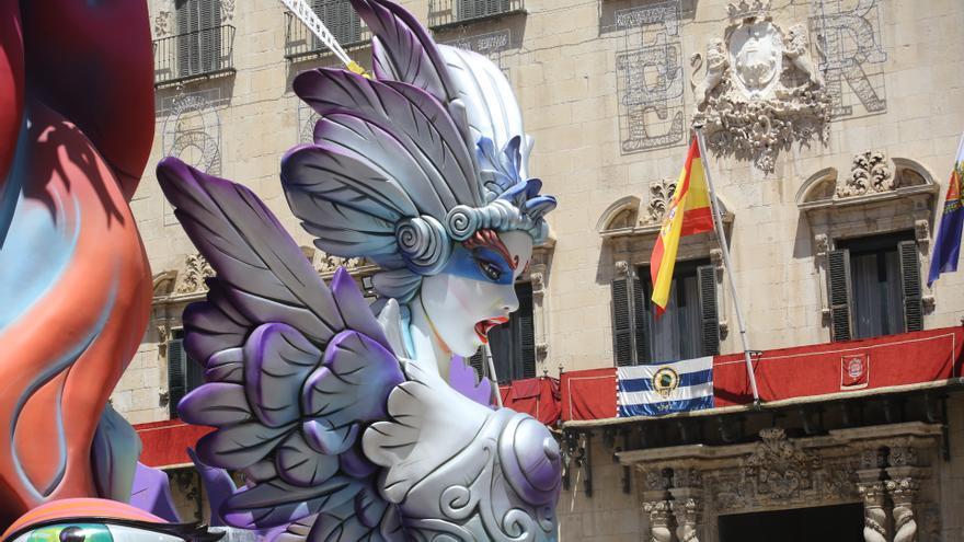 La Federación de Gremios de Artistas Falleros y de Hogueras presiona para que se celebren las fiestas de Alicante este año
