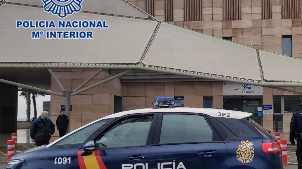 Detenido tras hacerse pasar por policía y pedirle datos bancarios a un ciudadano