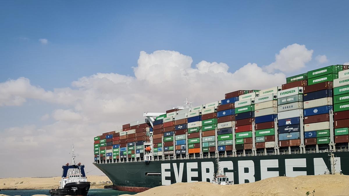 El carguero que bloquea el Canal de Suez.