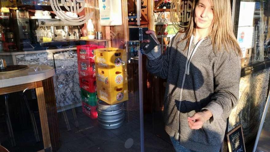 Robo exprés en un bar de Posada: abren la tragaperras y huyen en 40 segundos