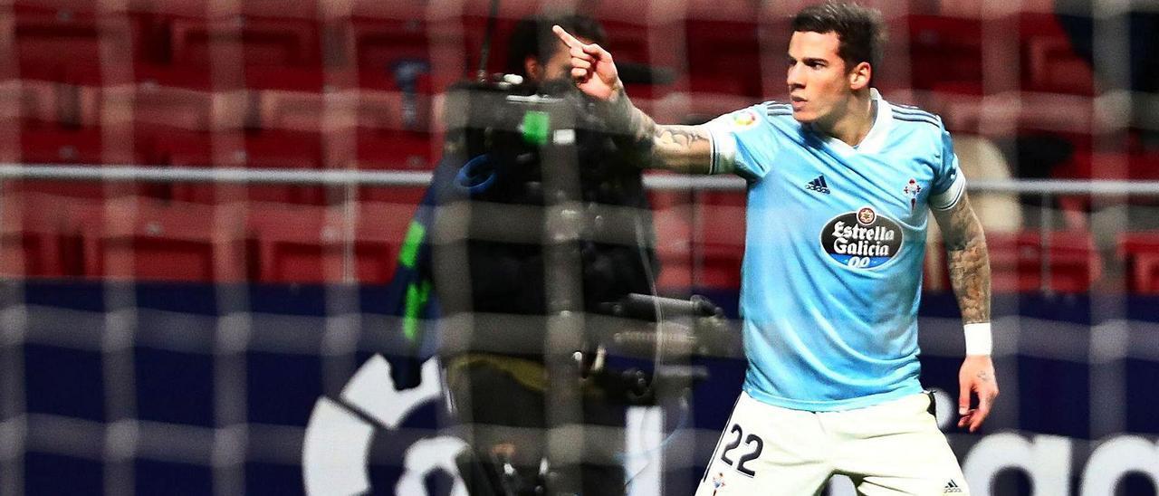 Santi Mina celebra el primero de los dos goles del Celta al Atlético  de Madrid en la última visita al Wanda Metropolitano.  | // REUTERS
