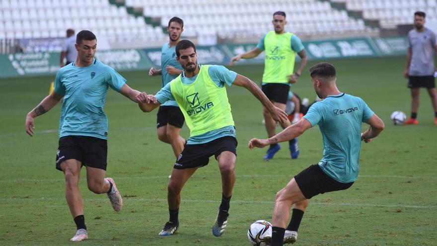 Bernardo Cruz, de vuelta a los entrenos del Córdoba CF