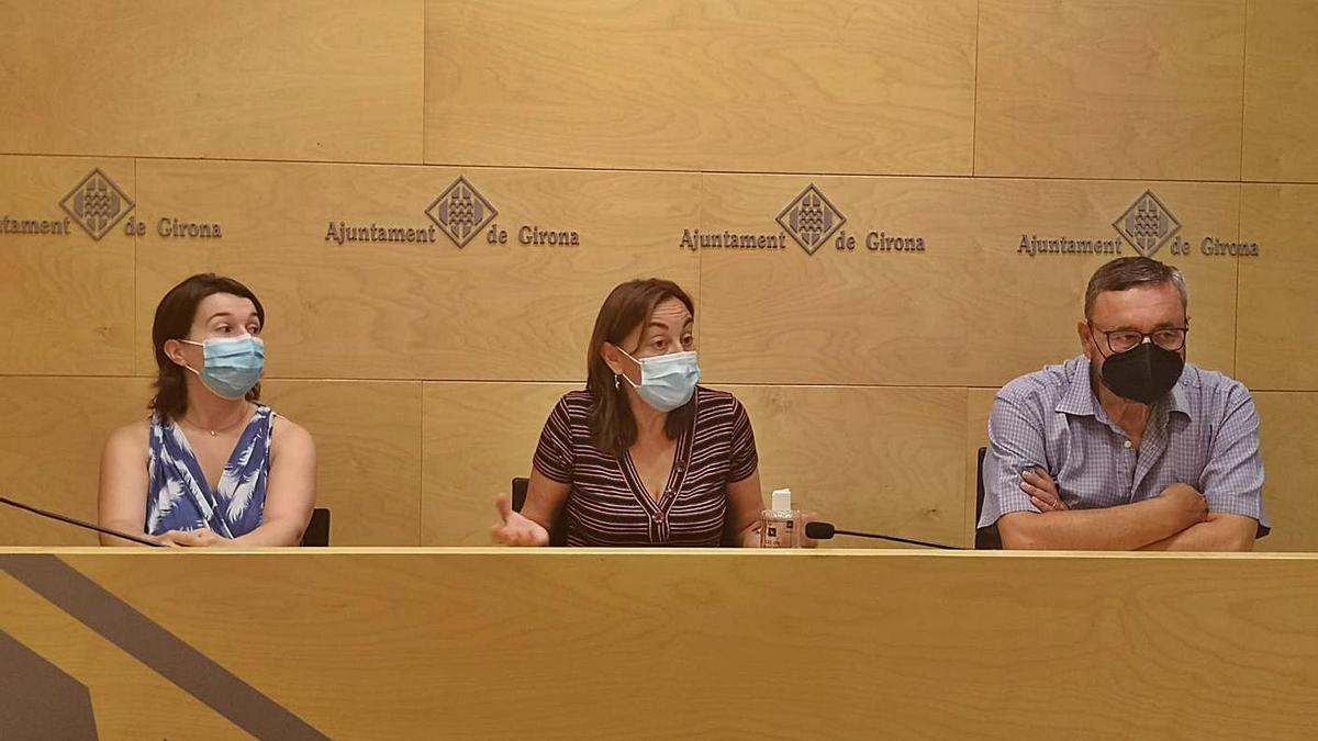 La portaveu del PSC Sílvia Paneque, acompanyada dels regidors Bea Esporrín i Joan Antoni Balbín. | PSC GIRONA