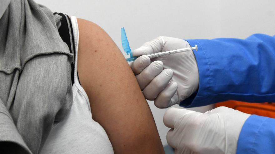 No, Salud no está vacunando sin cita en el Palacio de los Deportes