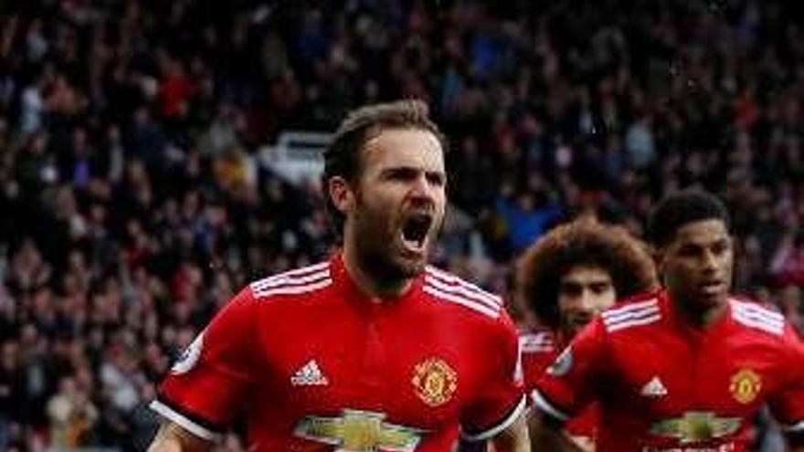 Un gol de Mata abre la victoria del United