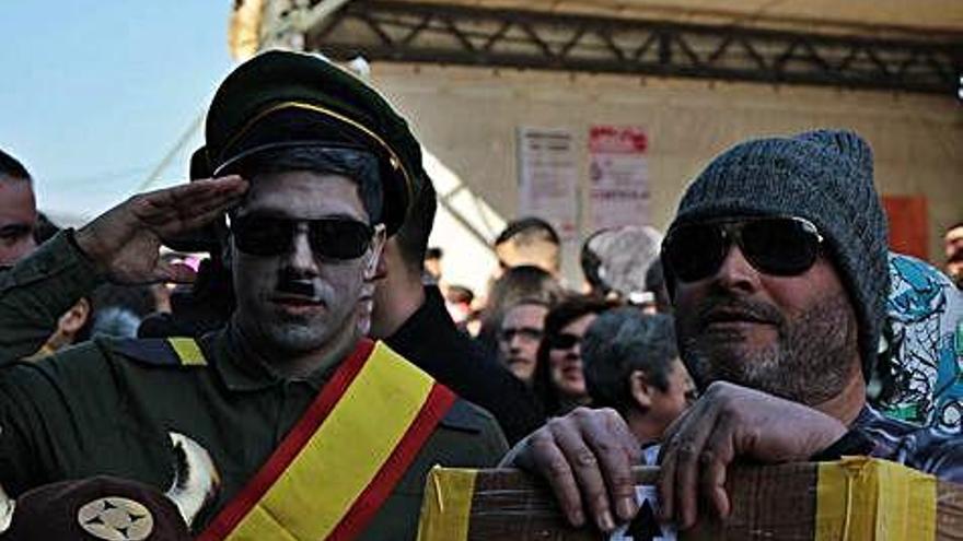 Caciquismo, 'robacabras' y hartazgo electoral en la fiesta de Veiga