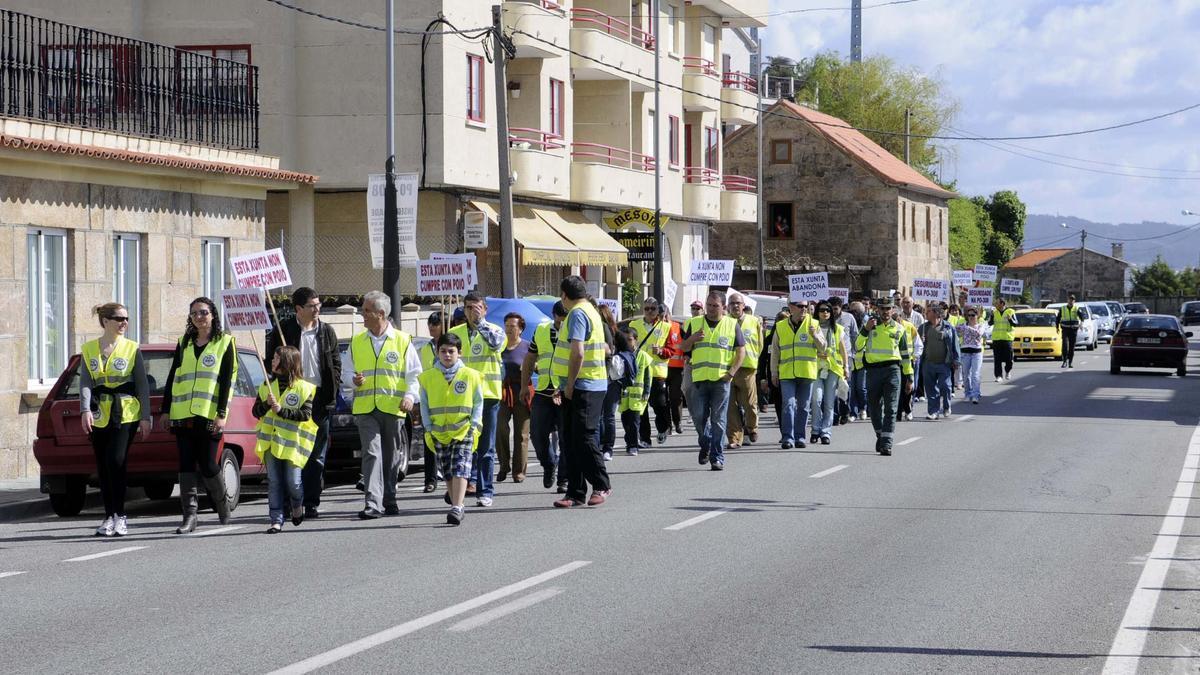 Una de las protestas vecinales en demanda de seguridad vial en la PO 308/ Gustavo Santos