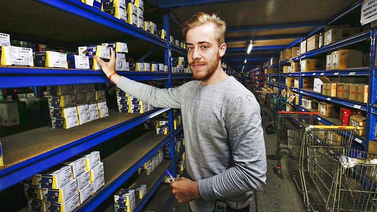 Eric Balbuena encontró trabajo hace dos años a través de un programa de empleo joven.