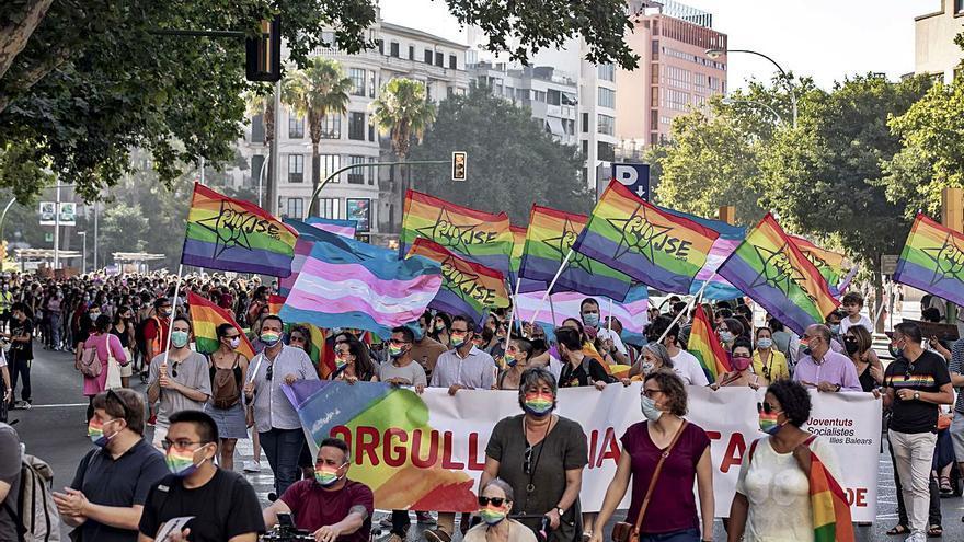 Imputado por delito de odio por escupir a la regidora de Seguretat de Palma durante el Orgullo
