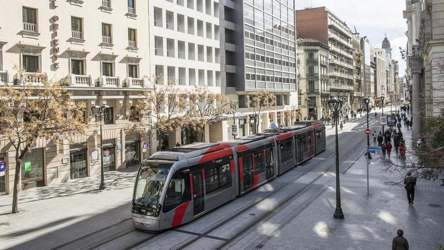 El precio de los billetes de autobús y tranvía de Zaragoza no subirá el próximo año