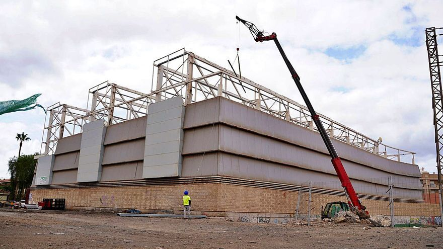 Comienza la obra para cambiar el techo del pabellón de Las Galletas