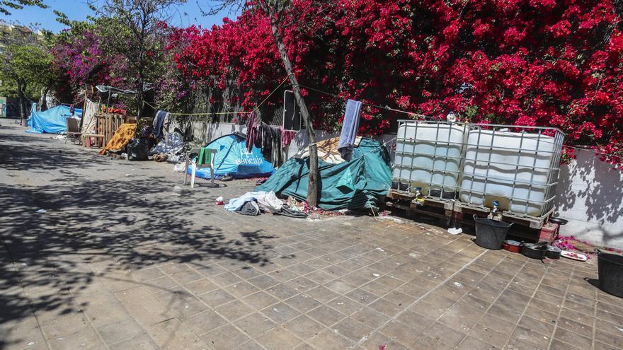Piden que el desalojo del asentamiento del jardín de las Hespérides se prorrogue 3 meses