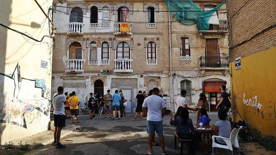 El Ayuntamiento ordena desalojar dos fincas por riesgo de derrumbe