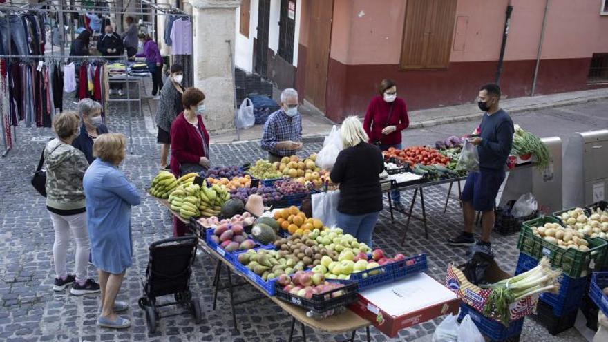 Los vendedores piden montar el Mercat de Xàtiva en 2 ubicaciones