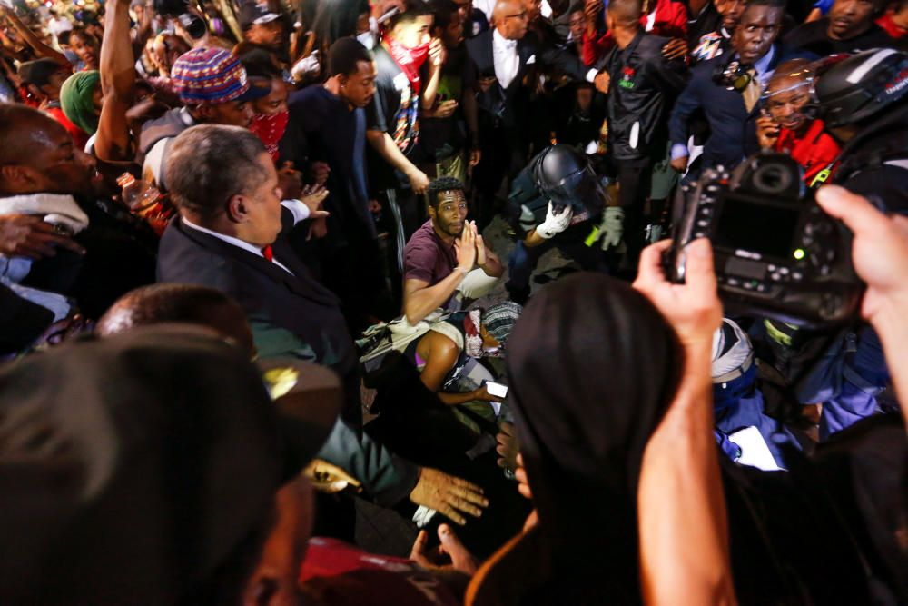 Graves disturbios en el segundo día de protestas en Charlotte