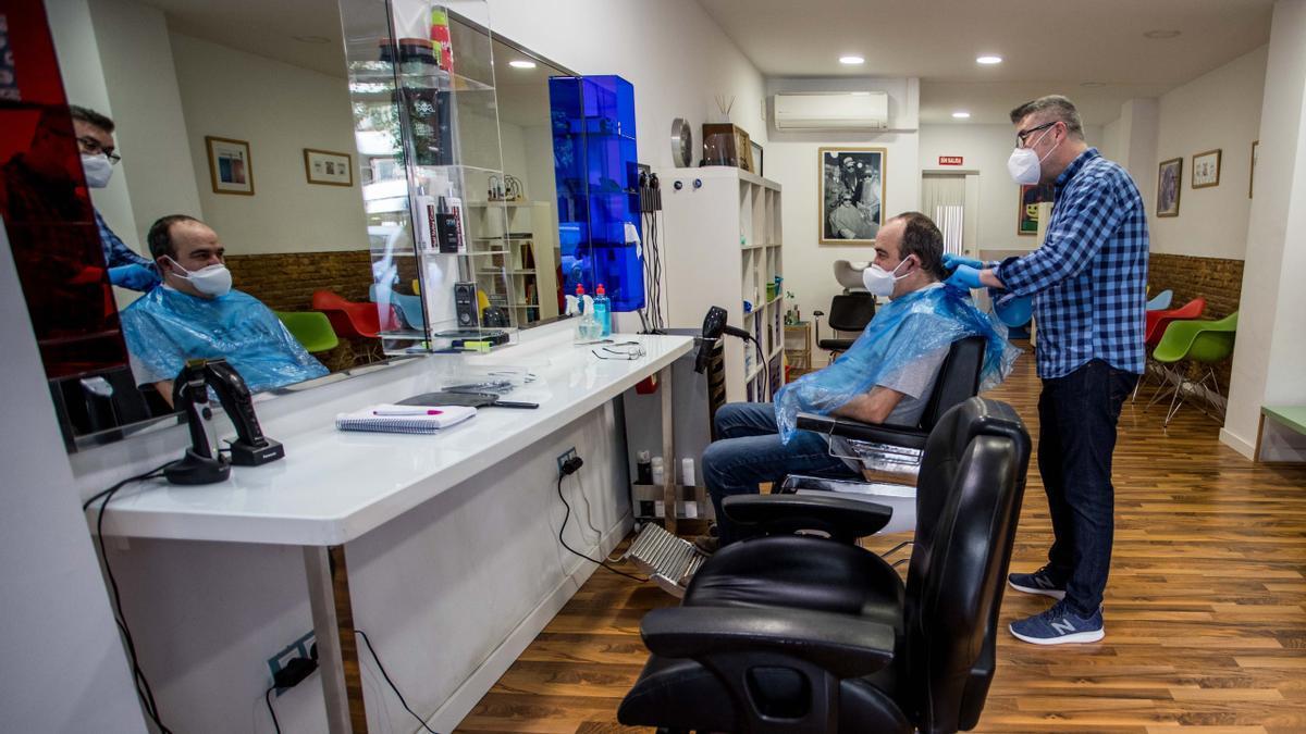 Un 20 % de los peluqueros han cerrado sus salones por la pandemia