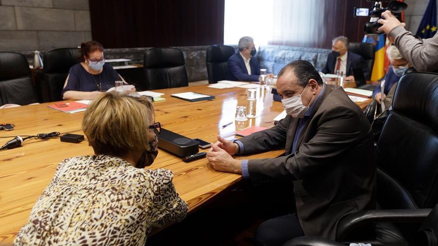 Canarias estudia reforzar los controles de viajeros en puertos y aeropuertos