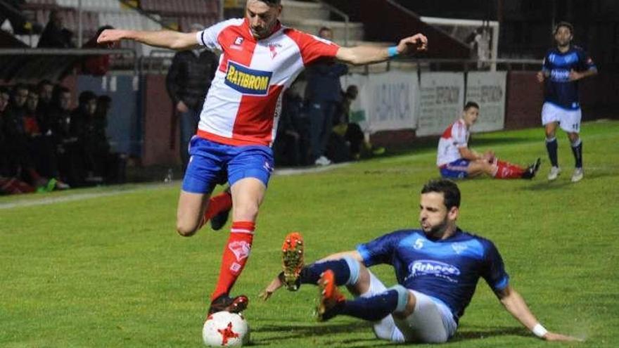 El Silva pierde tres puntos en el último minuto ante el Arosa