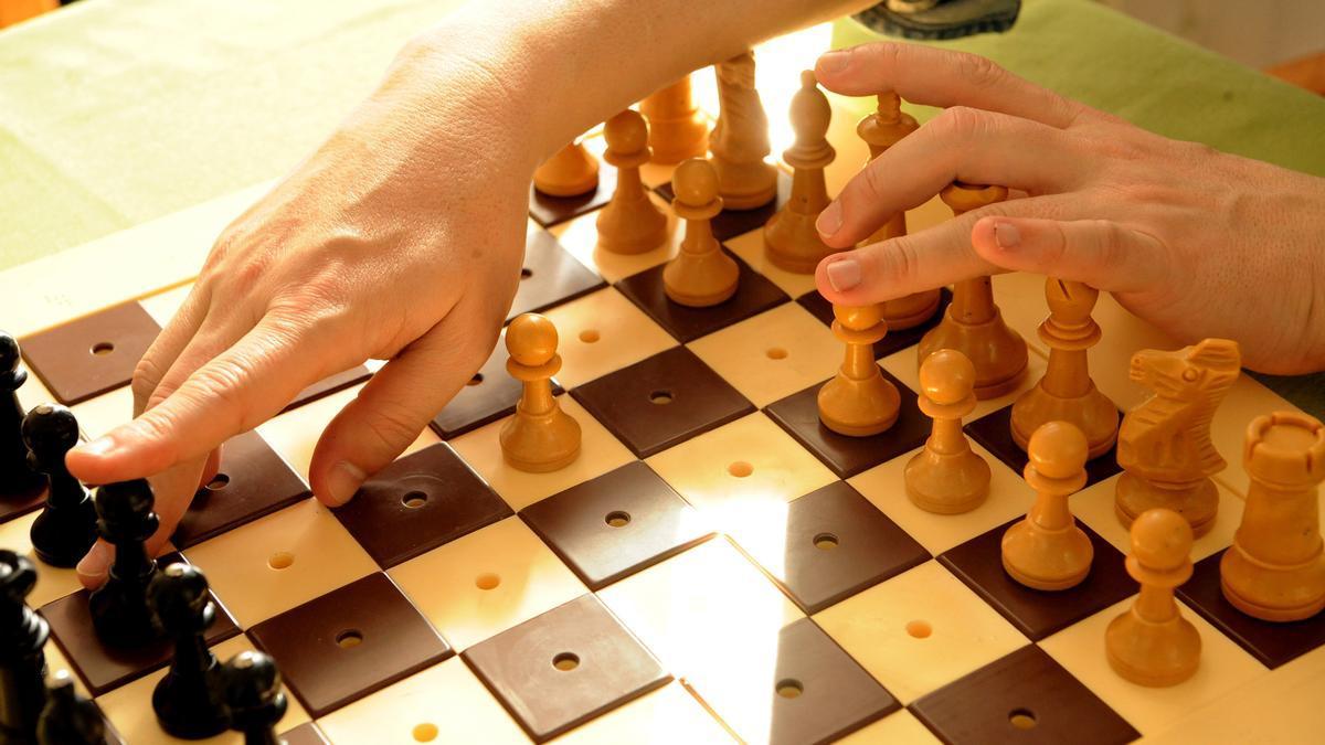 Archivo - Tablero de ajedrez para personas con discapacidad visual