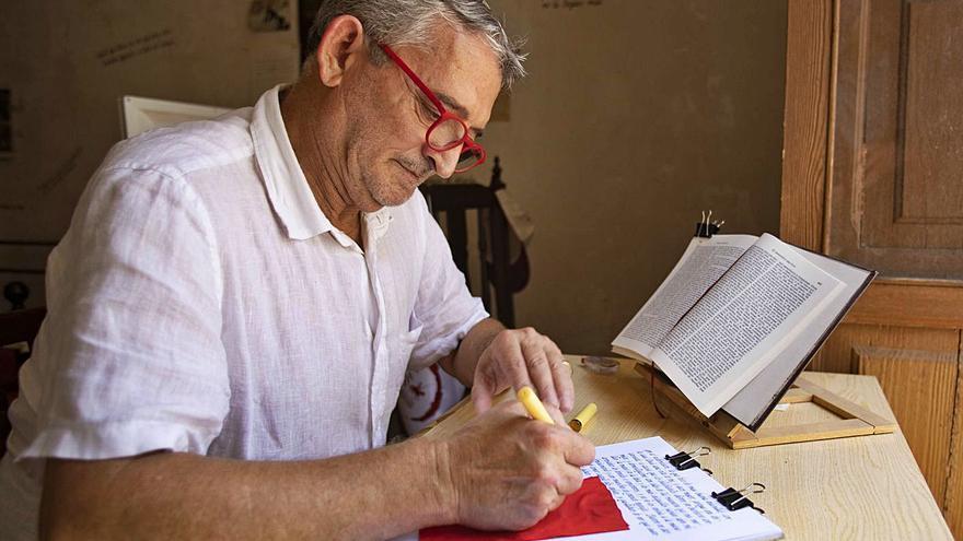 Copiar letra a letra las obras                 de Cervantes