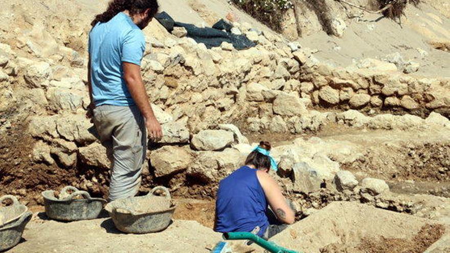 Un temporal posa al descobert restes de l'antiga ciutat grega del segle VI a.C a la platja d'Empúries