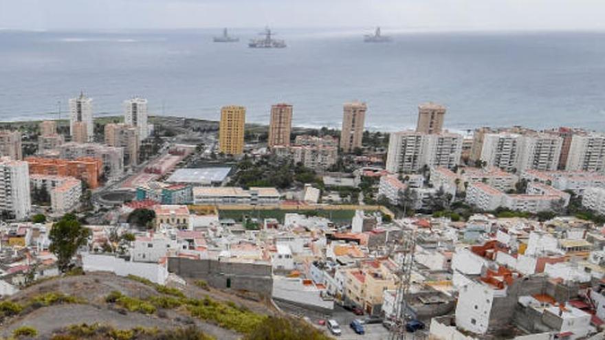 Amenaza con un cuchillo a sus vecinos en la Vega de San José