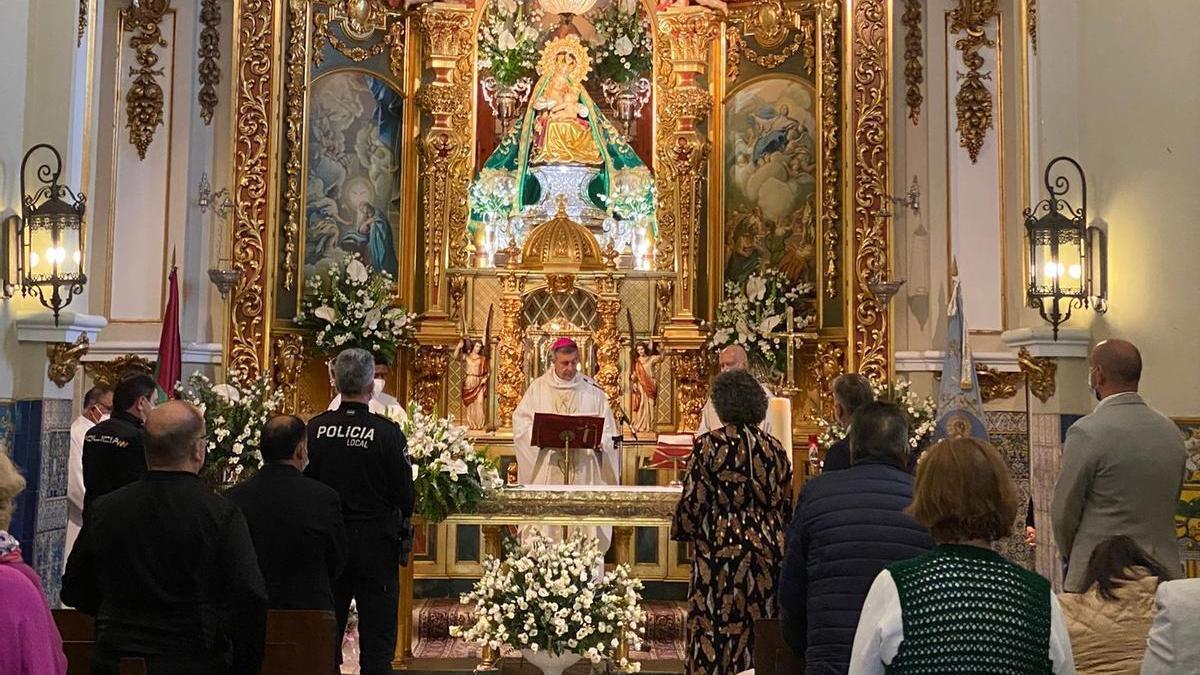 Misa mayor, presidida por el obispo y con la presencia de las autoridades.