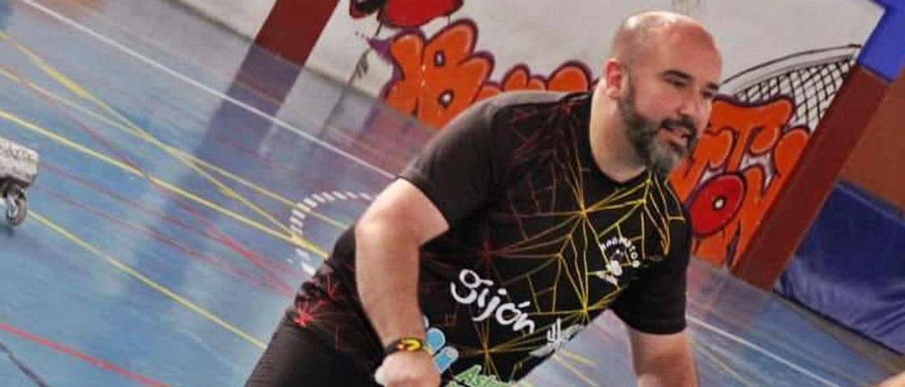 David Gómez, en un partido de Bádminton. | LNE