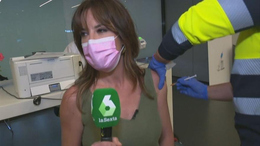 """Mamen Mendizábal se vacuna en directo en laSexta: """"Lo hago por toda la gente que no ha llegado a este momento"""""""